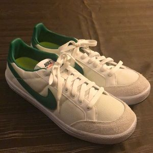 New Nike Meadow Textile 16 shoes size 10 green